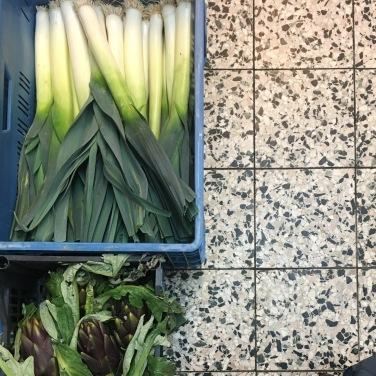 gefüllte Kistenkunst. Frisches Gemüse