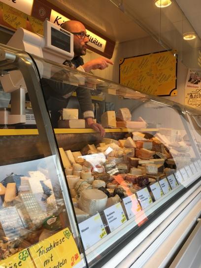 Entertainment: Hier gehts an eingemachte. Matthias verkauft Käse wie kein Zweiter.