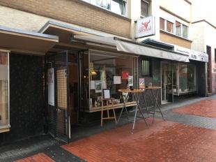 Vor der Tür des informal | café tipo madrid