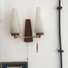 Ach wie schön, ähnlich wie die Nachttischlampen in alten Hotelzimmern. Einfach an der Schnurr ziehen und schon geht dir ein Licht auf.