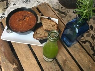 Selbstgemacht: Chili Con Carne mit Bauernbrot und eine Basilikum Limonade