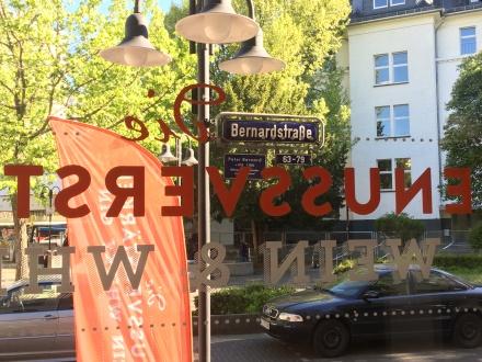 Blick aus dem Fenster. Die Bernardstraße am Goetheplatz