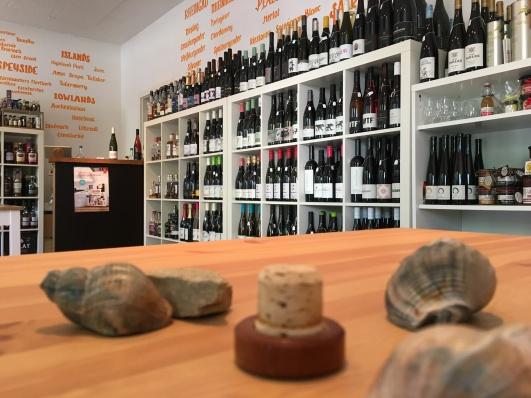 Impressionen aus der Fachhandlung mit Blick auf das Wein, Whisky und Öl Sortiment