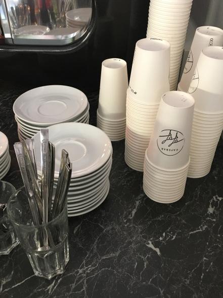 Den Kaffee gibts auch zum mitnehmen!