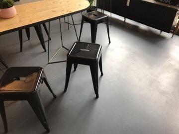 Gradliniges Interieur und Design.