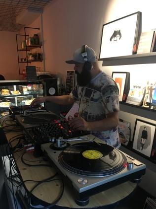 Jefferson aka DJ Celestino bei der Arbeit.