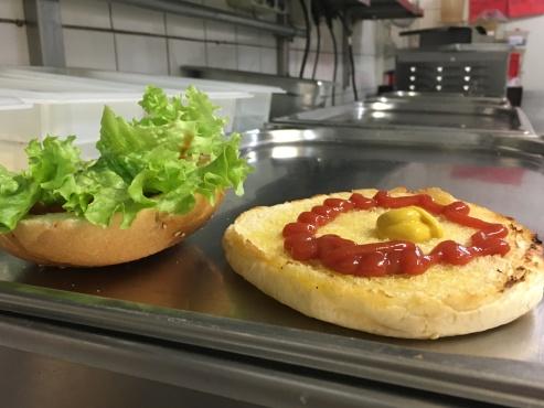 Ketchup, Honigsenf, Salat ...