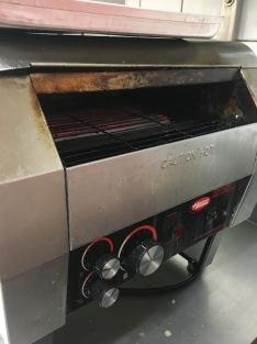 Caution Hot! Durch diesen Ofen, läuft jedes Brötchen.