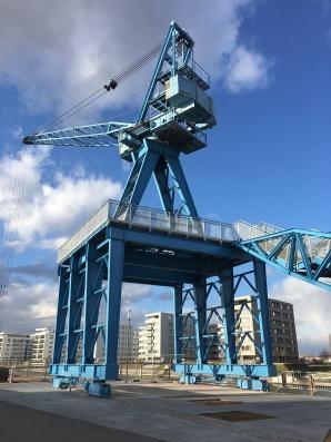 Der blaue Hafenkran aus Offenbach, verbindet die Vergangenheit mit der Zukunft.
