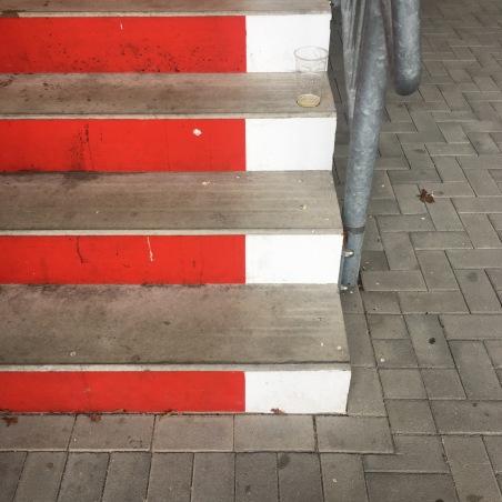 Die Farben der Offenbacher-Kickers, sind die gleichen wie beim Offenbacher-Pils. Rot & Weiss
