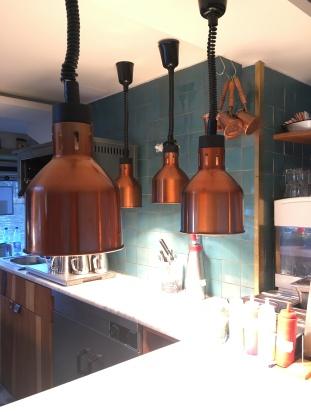 Spot an!! In der offenen Küche der Kombüse.