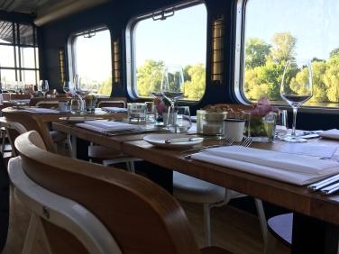 Die Tischdeko im Schiffsrestaurant ist Stilvoll und Elegant