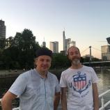 Gunnar & Marco sind zufrieden mit ihrem schwimmenden Bar-/ Restaurantschiff
