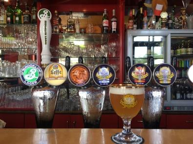 Frisch gezapft! Mensur bietet seinen Gästen 14 verschiedene Biere vom Fass an.