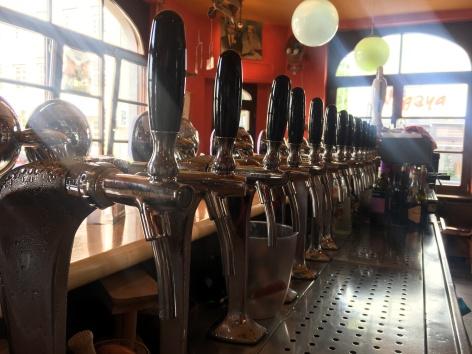 Ein Alleinstellungsmerkmal: 14 Zapfhähne mit belgischen Bier, sucht man in näherer Umgebung vergebens!