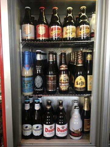 Der Bierkühlschrank ist prall gefüllt mit belgischem Flaschenbier!