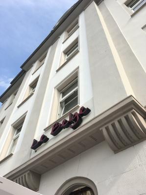Die Außenfassade des Le Belge