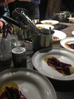 ... erste Tellerkreationen der Kochkurs-Teilnehmer!