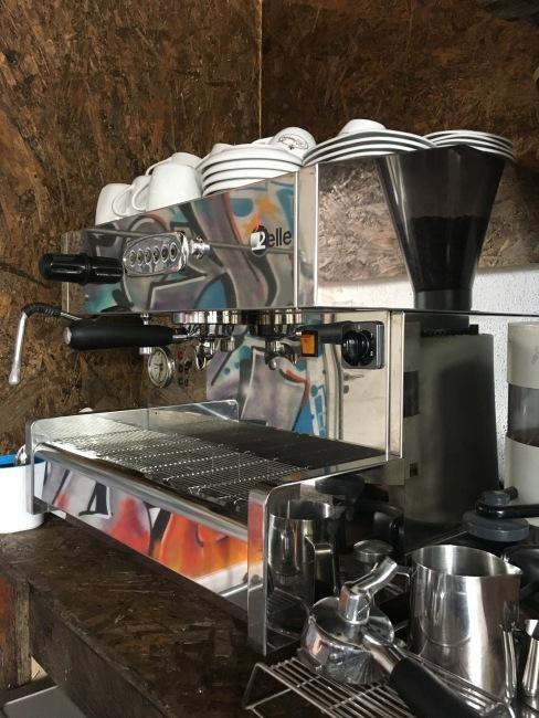 Eine gute Espressomaschine darf natürlich nicht fehlen.