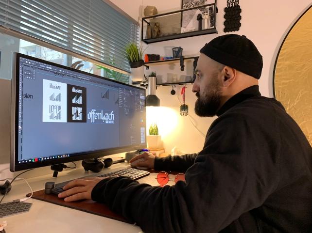 Mazi bei der Arbeit. In seiner kreativen Kommandozentrale!