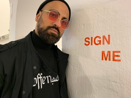 sign_me.