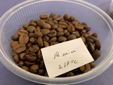 Kaffeebohnen nach einer Röstzeit von 18 Minuten bei einer Temperatur von 217 Grad