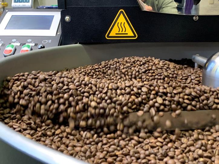 Hier drehen die frisch gerösteten Kaffeebohnen - zwecks Abkühlung - ihre Runden.