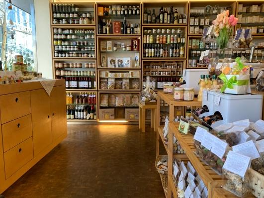 Der Verkaufsraum des hübschen Traditionsgeschäfts direkt am Wilhelmsplatz