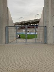 Einblicke vom Waldemar-Klein-Platz in das Sparda-Bank-Hessen-Stadion