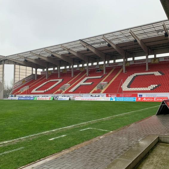 Die Henninger Tribüne im Kickers Stadion | OFC - Olé Olé