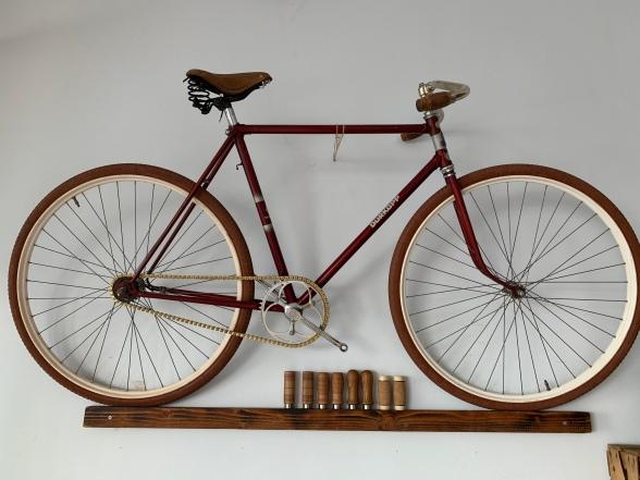 Die restaurierten Räder können sich sehen lassen und gar neue Trends setzen. Ein hübscher City Flitzer, der jedem Single-Speed Konkurrenz macht ...