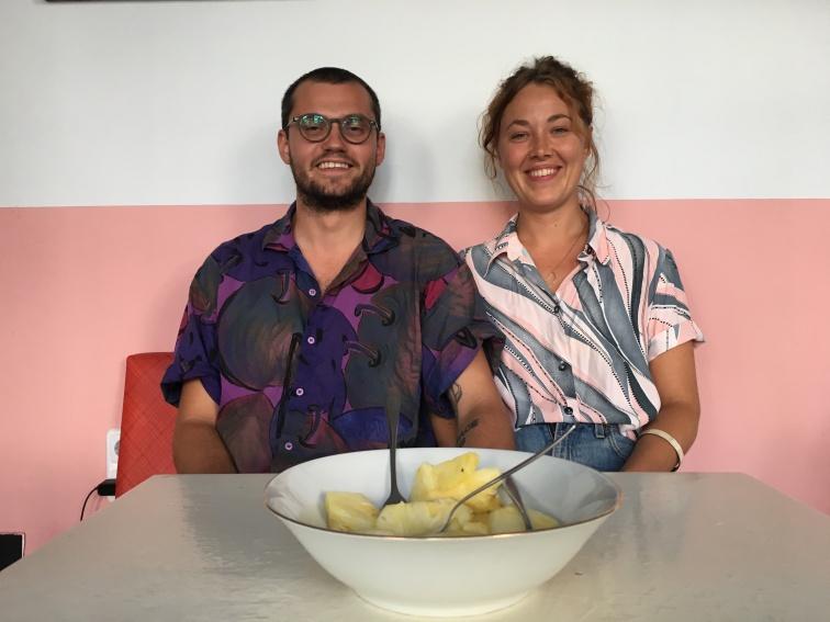 Süß die Zwei! Die Ananas natürlich auch!!