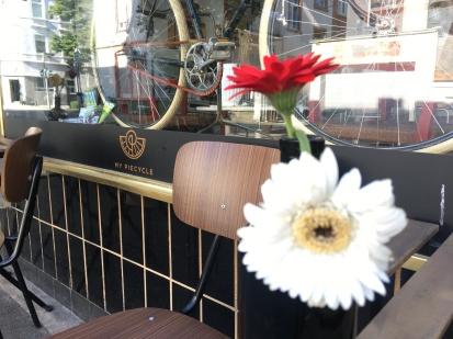 Der Blick von draußen, hinein in das My Piecycle | Rad & Trinkkultur.