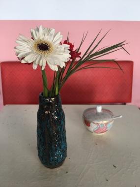 Durch die Blume gesagt, würde ich noch einen Löffel Zucker nehmen :)