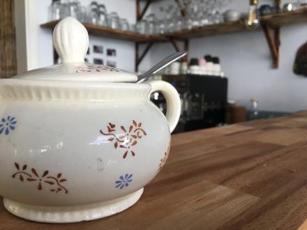 Charmant! Wie bei Oma auf dem Kaffeetisch. Impressionen aus der Kaffeeküche des My Piecycles ...