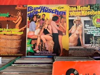 """Getreu dem Motto: Sex Sells: ... Einfach drauflegen und mitmachen! """"Hits und heiße Höschen"""" aber auch """"Ohne Hemd und ohne Höschen"""" Musik für eine rauschende frech-fröhliche Party :)"""