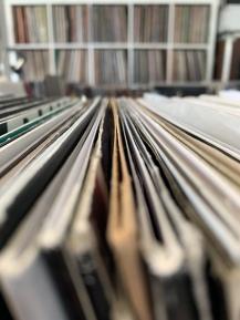 Mainrecords beherbergt ca. 100.000 kategorisierte Schallplatten (und es werden täglich mehr)