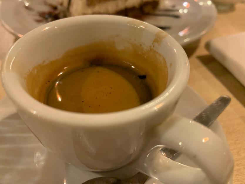 ... und immer wieder Espresso! Der gehört – ähnlich wie der Grappa – bei einem ordentlichen Besuch beim Italiener einfach dazu. Salute!