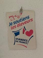 """""""Je soutiens les éleveurs! Julien steht auf Nachbarschaftshilfe und supportet seine Local-Dealer!"""