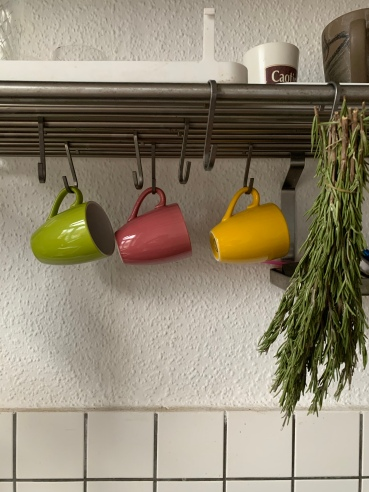 Die WG Küche ist unprätentiös: Wie bei ganz normalen Leuten ;)