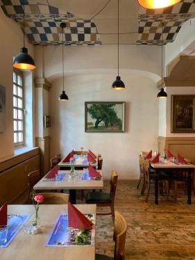 Der Gastraum im Trattodino kurz vor dem Mittagsgeschäft.