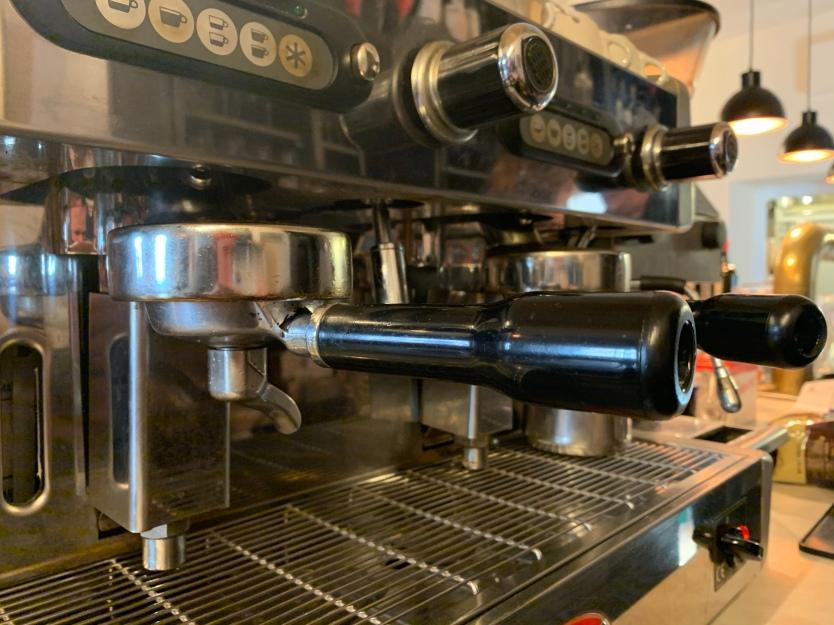 Leise brummt sie vor sich hin: Neben den leckeren Gerichten und dem freundlichen Personal, gehört eine gute Espressomaschine einfach bei jedem italienischen Restaurant zum guten Ton!
