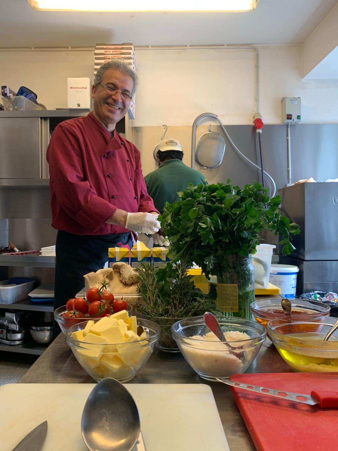Küchenchef Mustafa - bereits seit über 10 Jahren im Trattodino und immer noch mit Freude dabei!