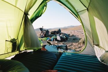 Camping with a View! Der Ausblick aus dem gemütlichen 2 Mann Zelt. (Foto © Patrick Pilz)