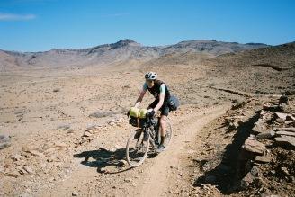 Knapp 1000 Kilometer ging es für Julien auf seinem Pfadfinder durch die Wüste von Marokko! (Foto © Patrick Pilz)
