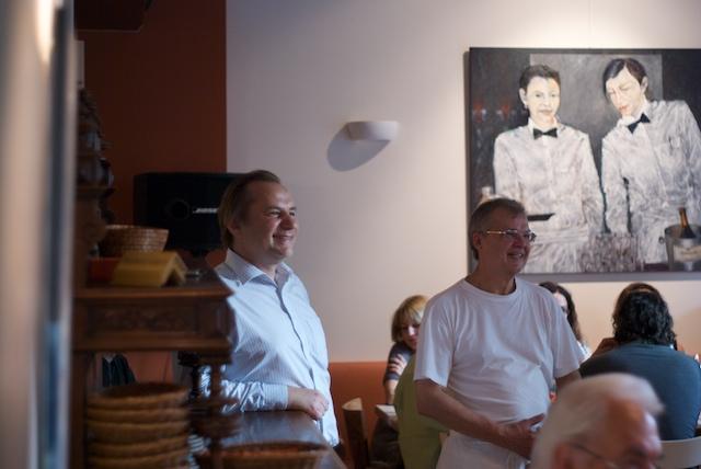Zeitsprung: Stefan und Dino zusammen in ihrem Restaurant!